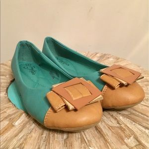 Tory Klein turquoise flats, with beige accent